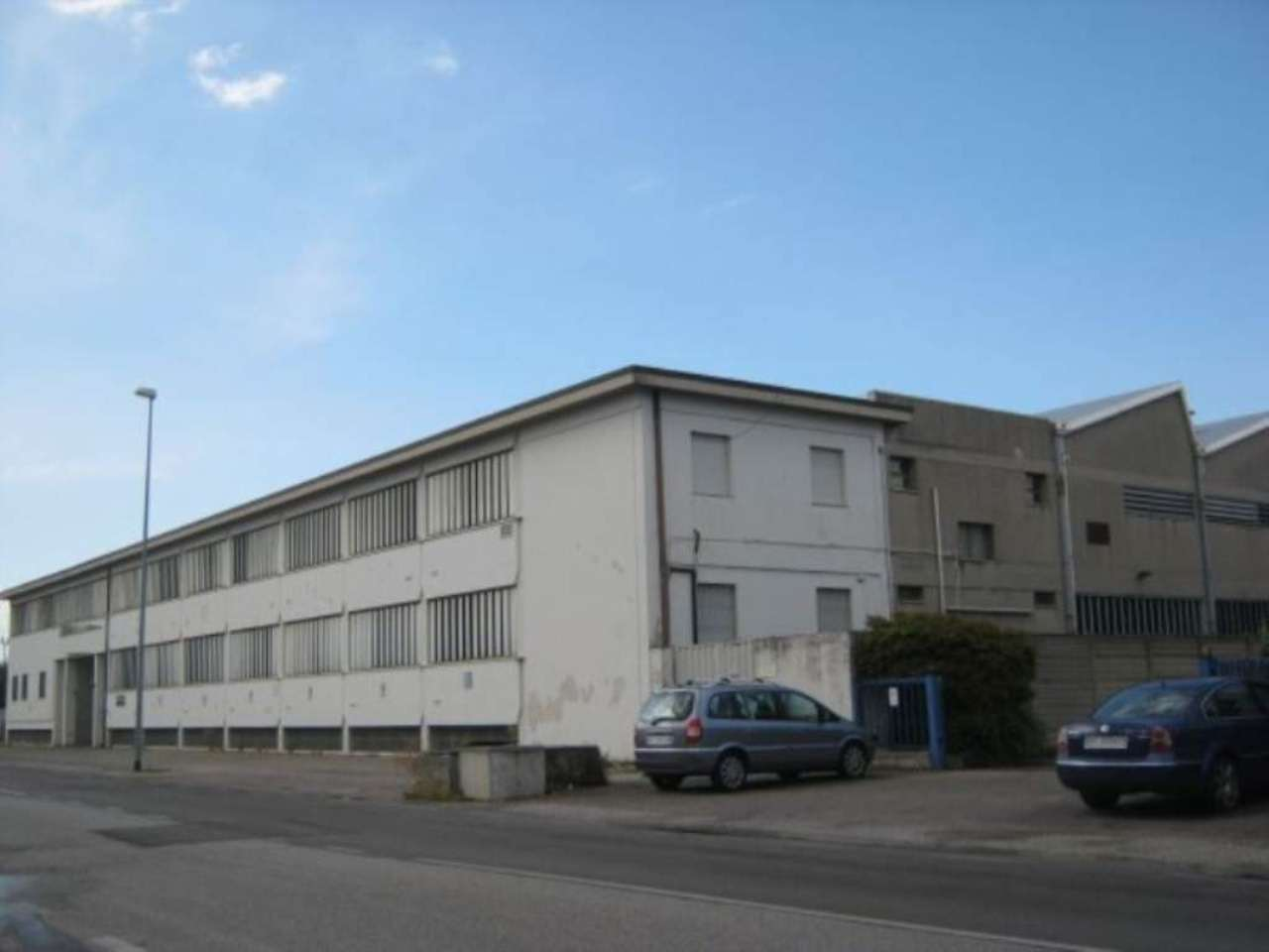 Capannone in affitto a Verona, 9999 locali, zona Zona: 10 . Borgo Roma - Ca' di David - Palazzina - Zai, Trattative riservate | Cambio Casa.it