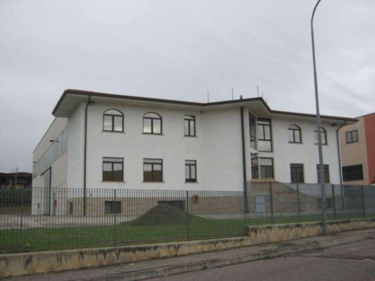 Capannone in vendita a Pastrengo, 9999 locali, Trattative riservate | Cambio Casa.it