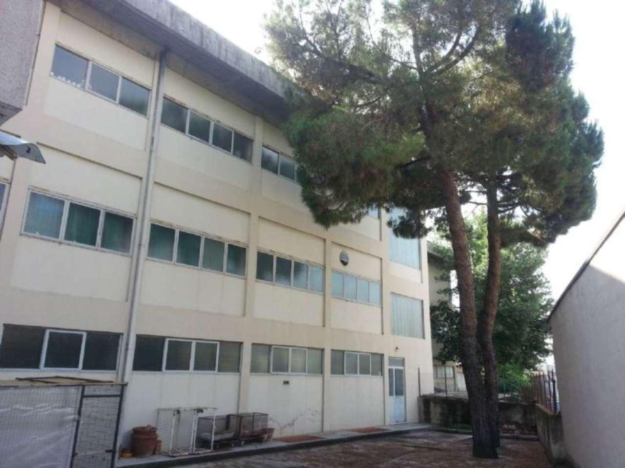 Capannone in vendita a Negrar, 9999 locali, Trattative riservate | CambioCasa.it
