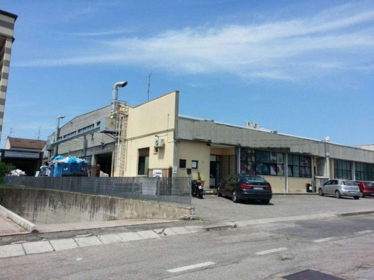 Capannone in affitto a Pescantina, 13 locali, Trattative riservate | CambioCasa.it