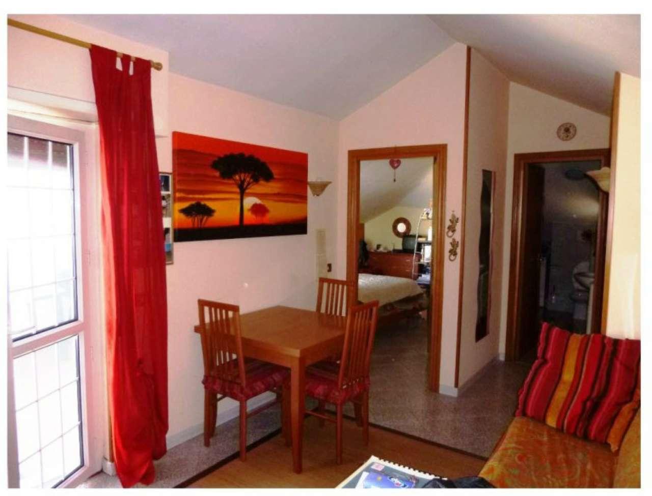 Attico / Mansarda in affitto a Guidonia Montecelio, 2 locali, prezzo € 550 | CambioCasa.it