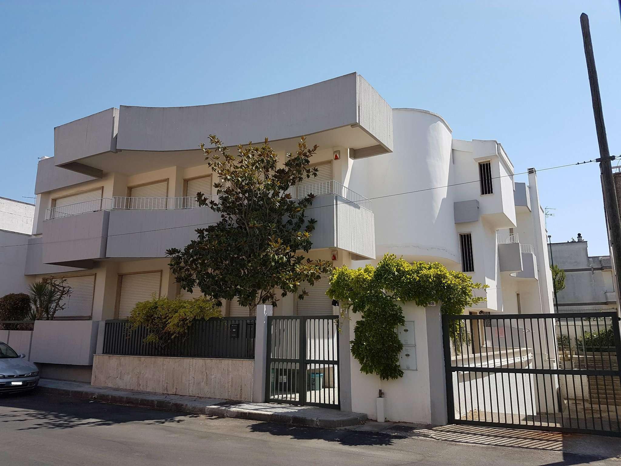 Appartamento in vendita a Copertino, 6 locali, prezzo € 165.000   CambioCasa.it