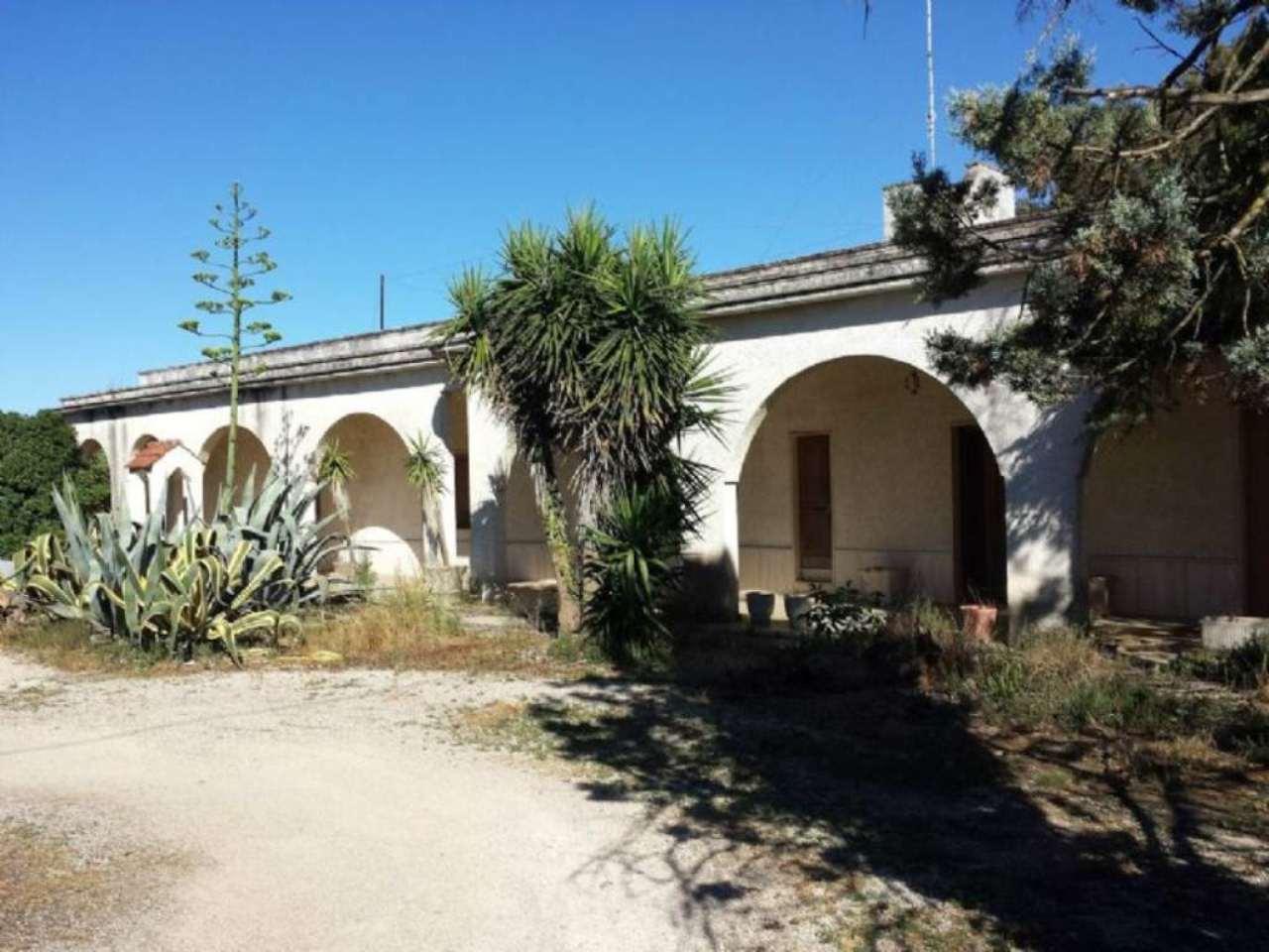 Villa in vendita a Copertino, 5 locali, prezzo € 130.000   CambioCasa.it