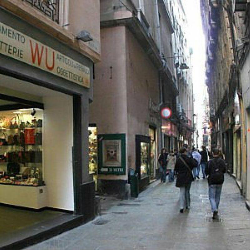 Attivita'-licenza in Vendita a Genova: 200 mq
