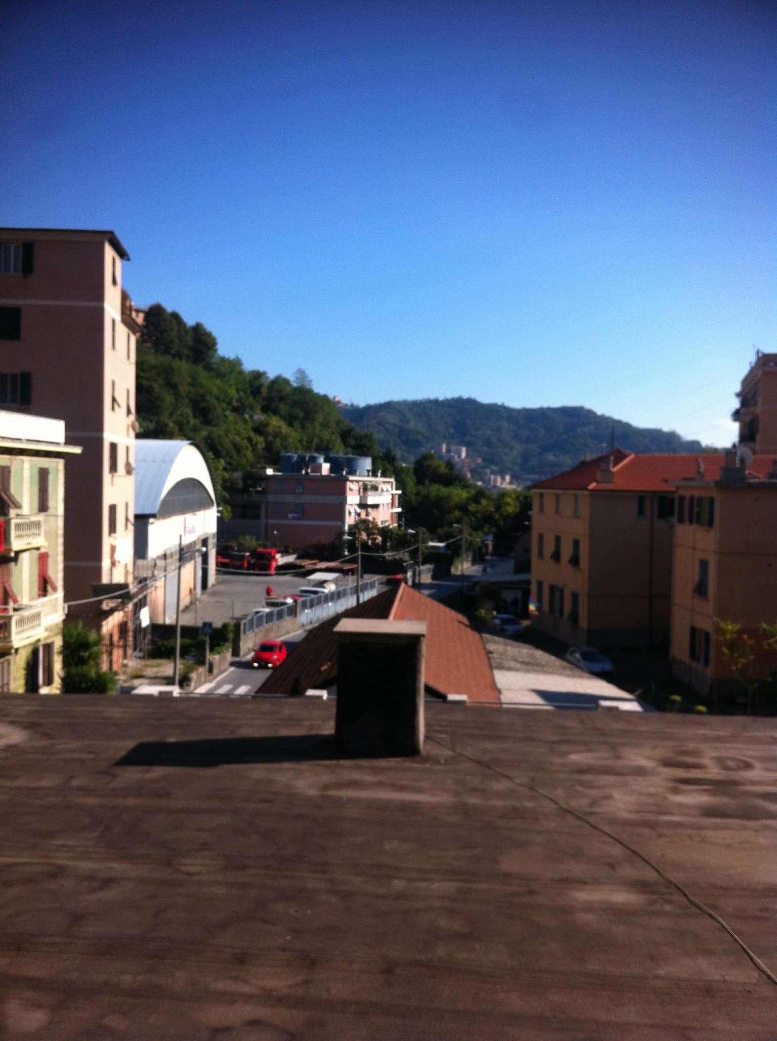 Capannone in Vendita a Genova Periferia Ovest: 5 locali, 250 mq