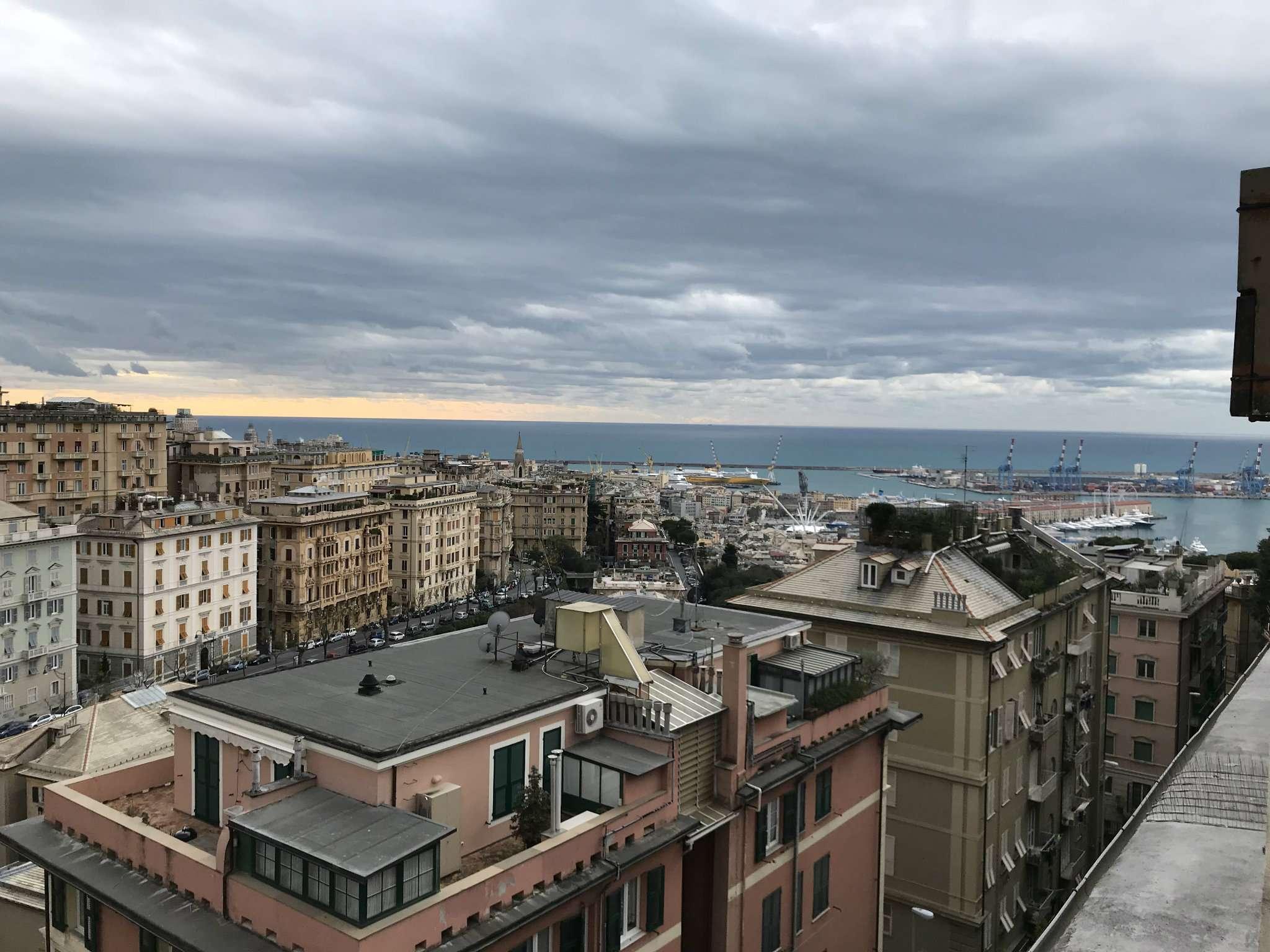 Appartamento in Affitto a Genova Semicentro: 5 locali, 200 mq