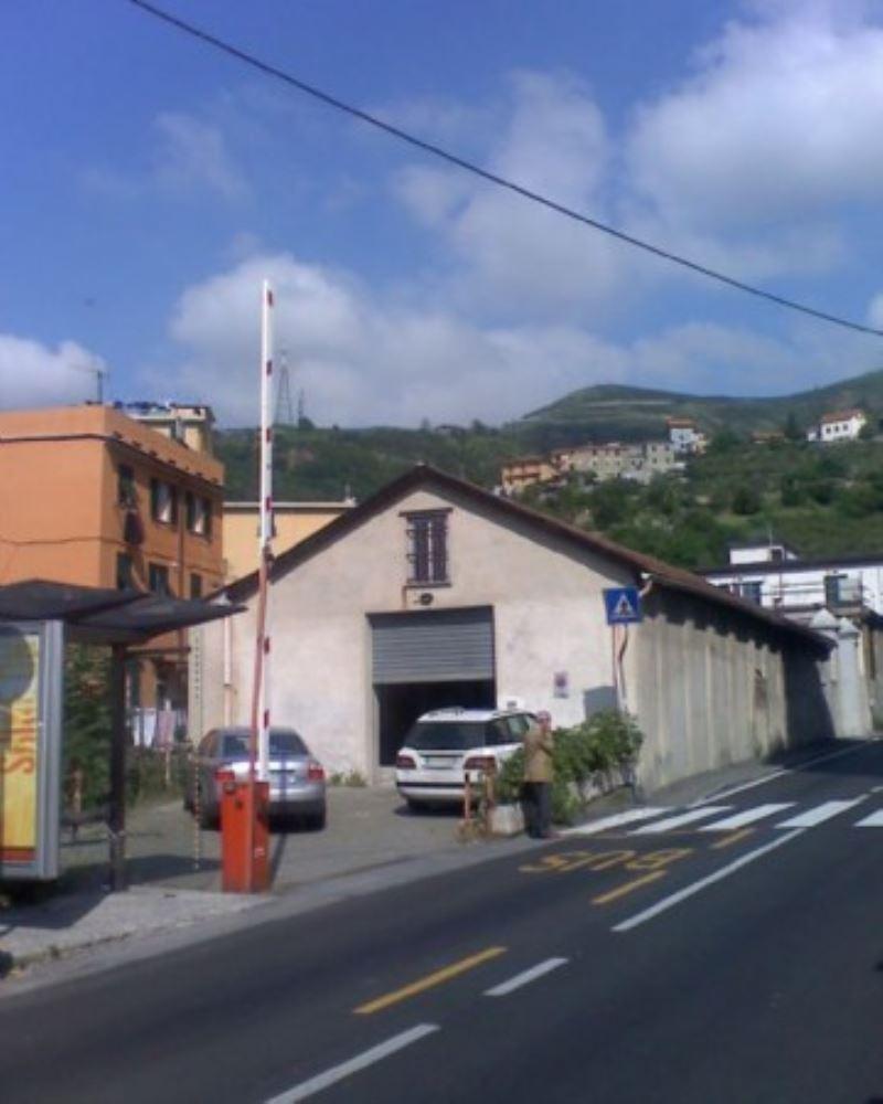 Capannone in Vendita a Genova Periferia Ovest: 1 locali, 300 mq