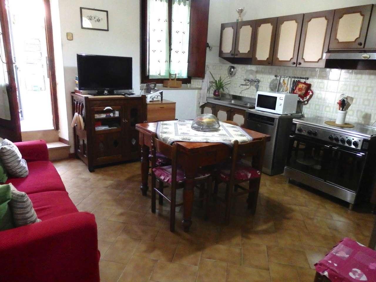 Palazzo / Stabile in vendita a Prato, 4 locali, prezzo € 185.000 | CambioCasa.it