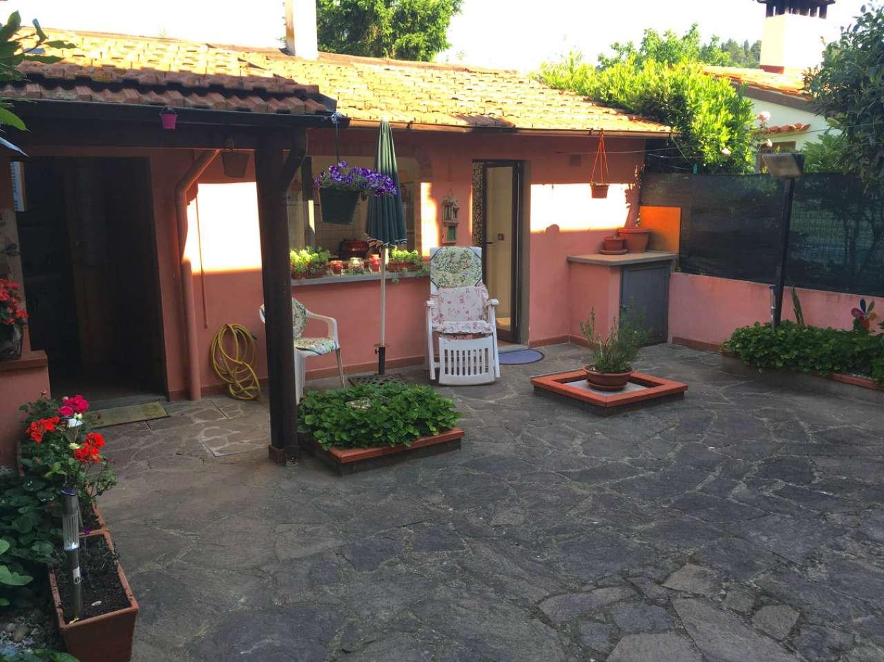 Palazzo / Stabile in vendita a Prato, 6 locali, prezzo € 310.000 | CambioCasa.it