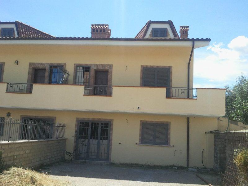 Villa Tri-Quadrifamiliare in vendita a Capena, 9999 locali, Trattative riservate | Cambiocasa.it