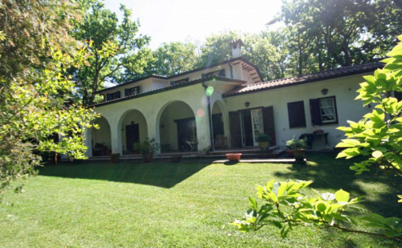 Villa in vendita a Sabaudia, 8 locali, prezzo € 720.000 | CambioCasa.it
