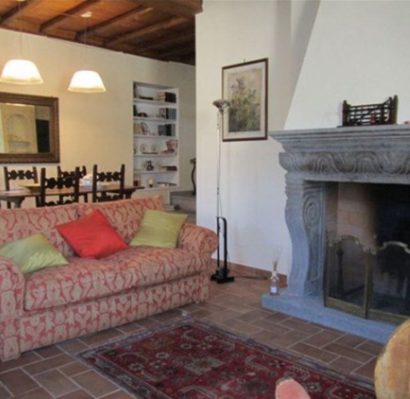 Appartamento in vendita a Ronciglione, 4 locali, prezzo € 180.000 | Cambio Casa.it