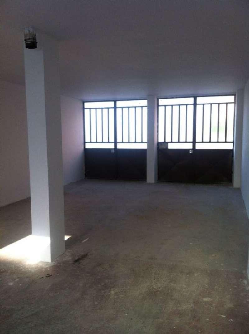 Magazzino in affitto a None, 1 locali, prezzo € 150 | Cambio Casa.it