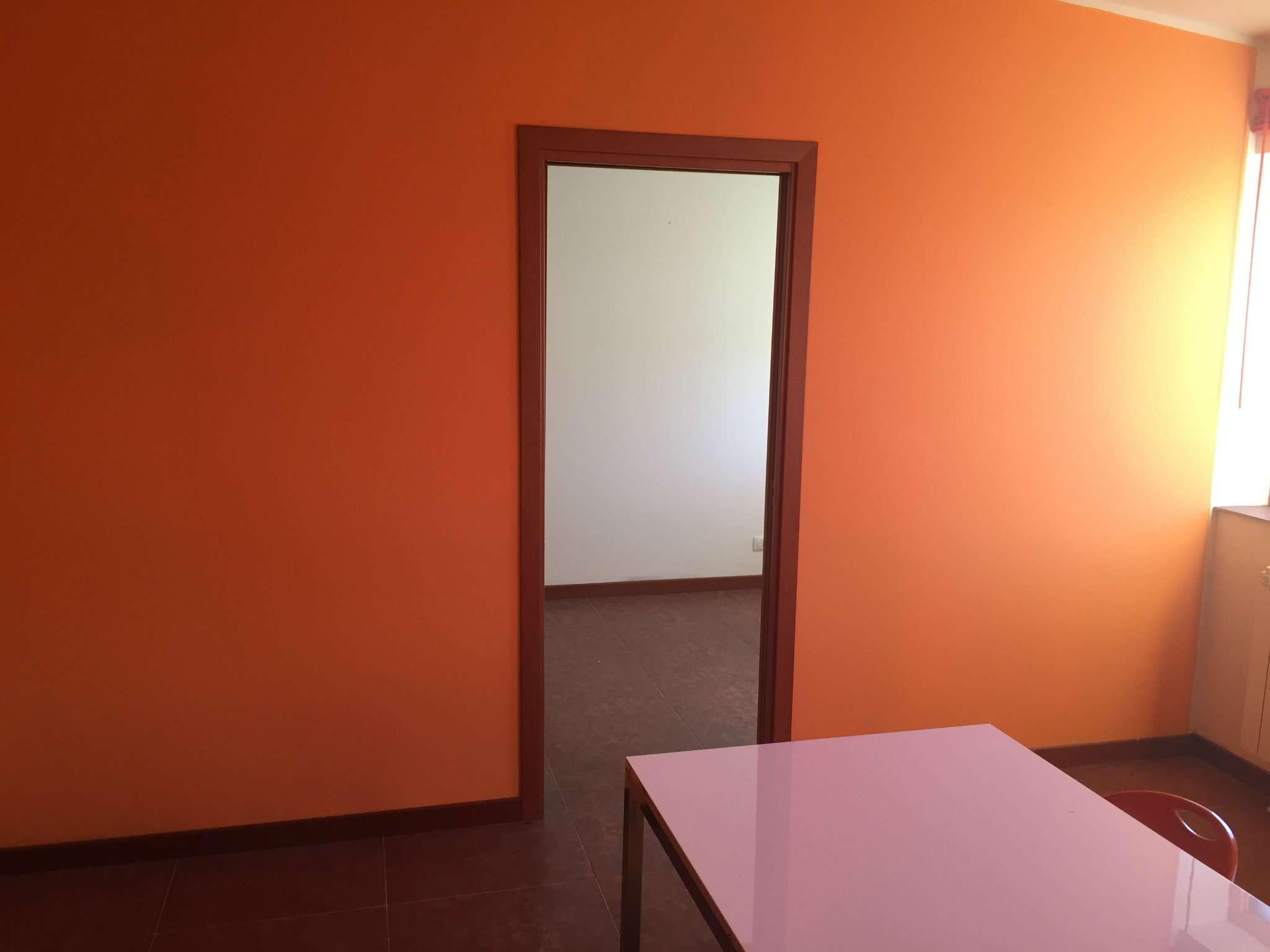 Ufficio / Studio in affitto a Moncalieri, 1 locali, prezzo € 250   Cambio Casa.it