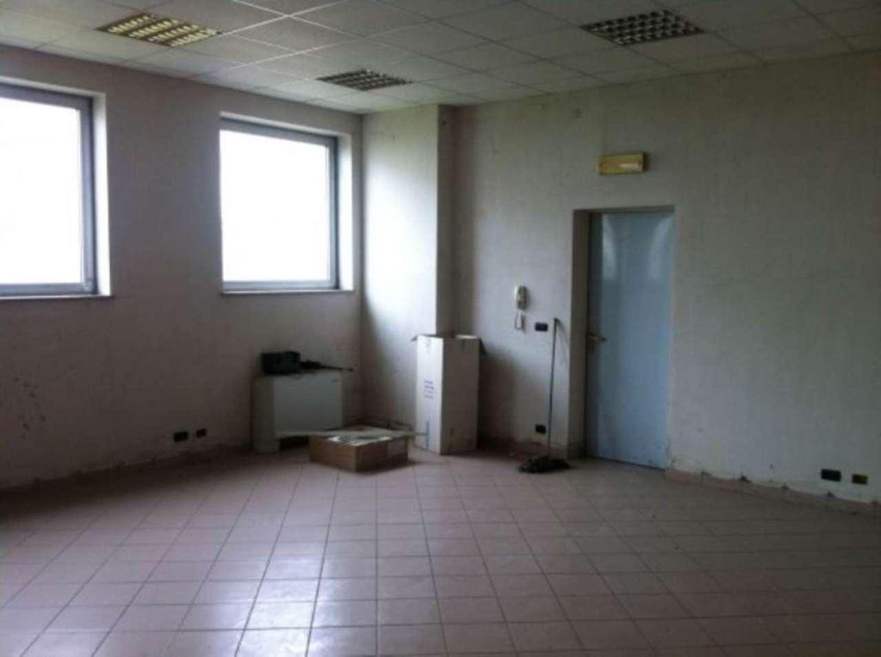 Capannone in affitto a Moncalieri, 6 locali, prezzo € 1.800   Cambio Casa.it