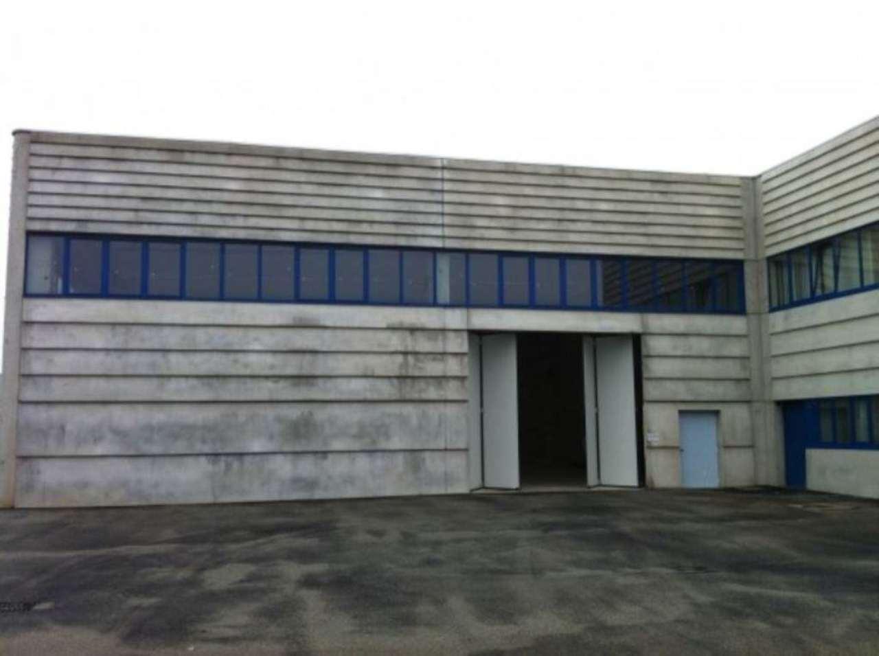Capannone in affitto a Nichelino, 3 locali, prezzo € 3.000 | Cambio Casa.it