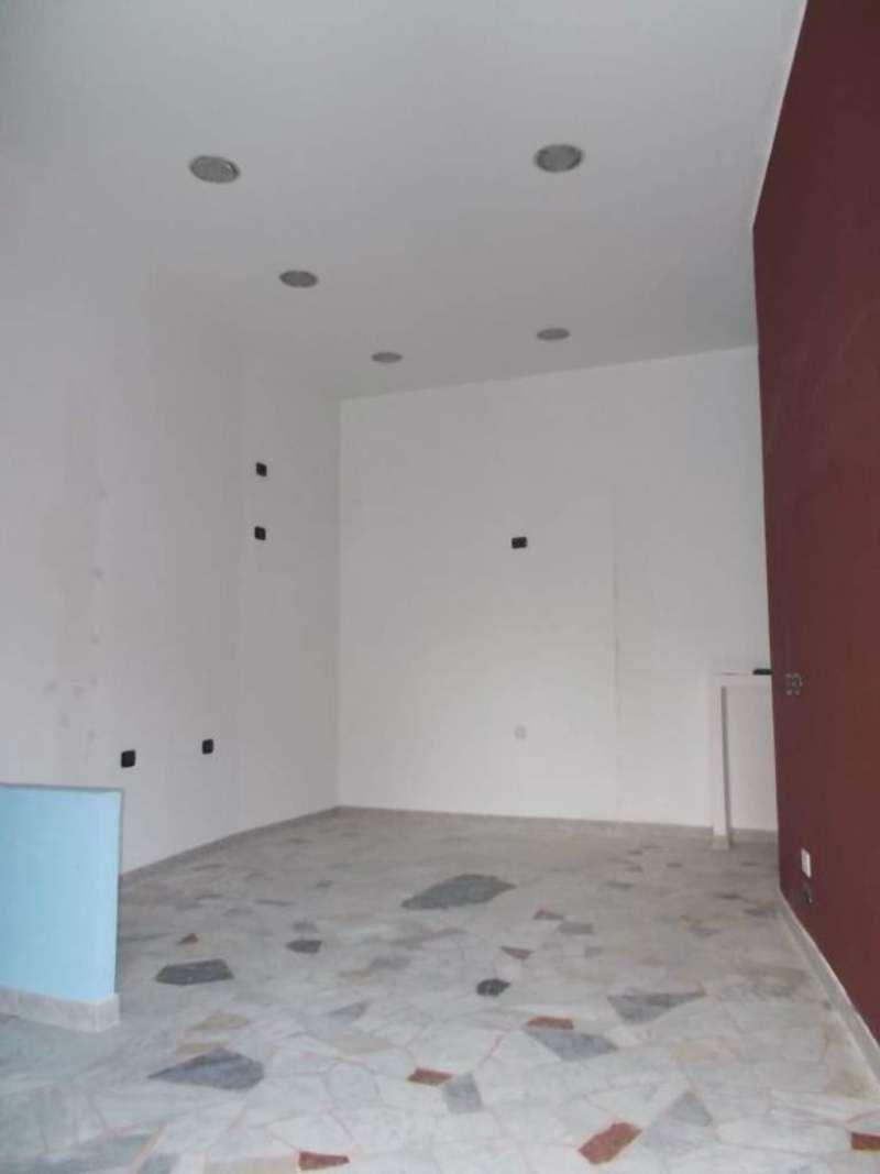 Negozio / Locale in affitto a Moncalieri, 2 locali, prezzo € 300 | Cambio Casa.it