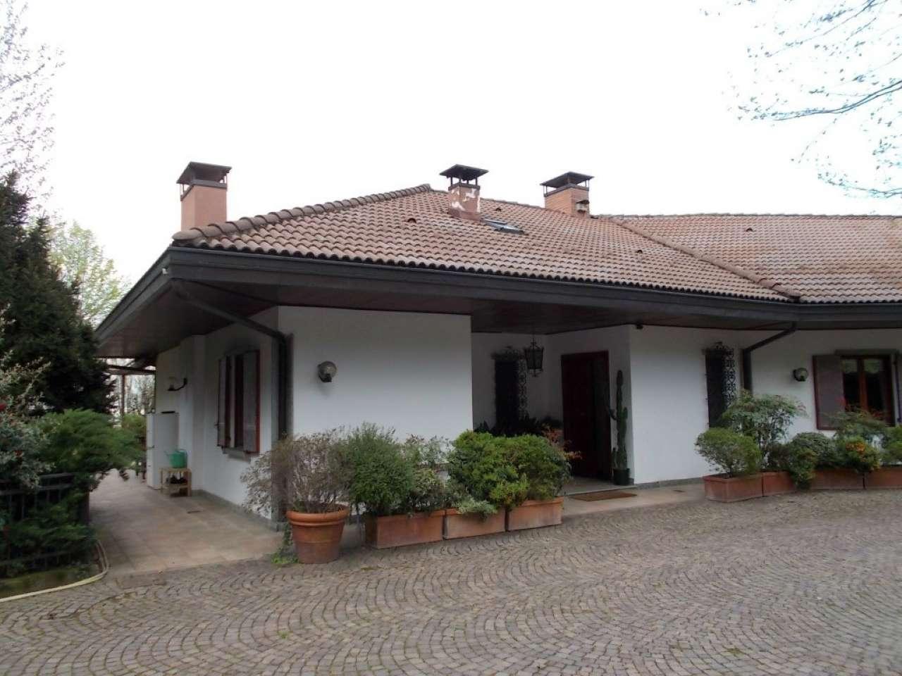 Foto 1 di Villa strada Ponte Isabella San VIto, Torino (zona Precollina, Collina)