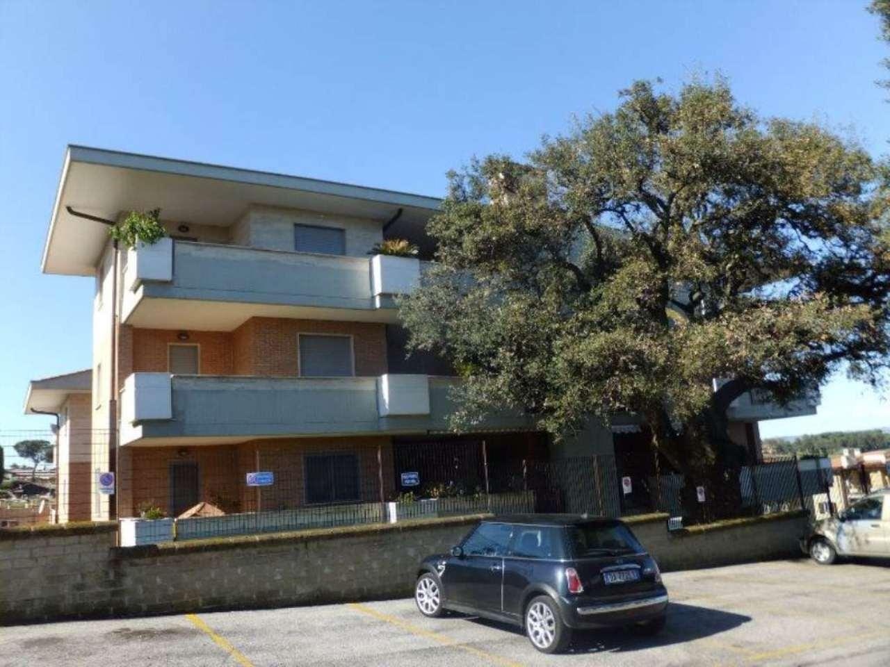 Appartamento in vendita 3 vani 90 mq.  via VIA ITALO PICCAGLI Roma
