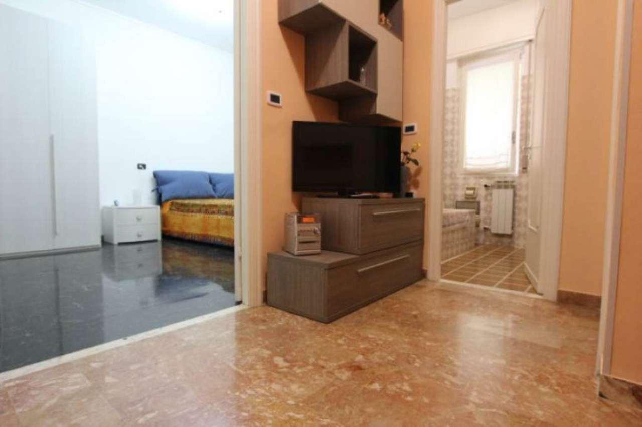 Bilocale Genova Via Del Commercio 3