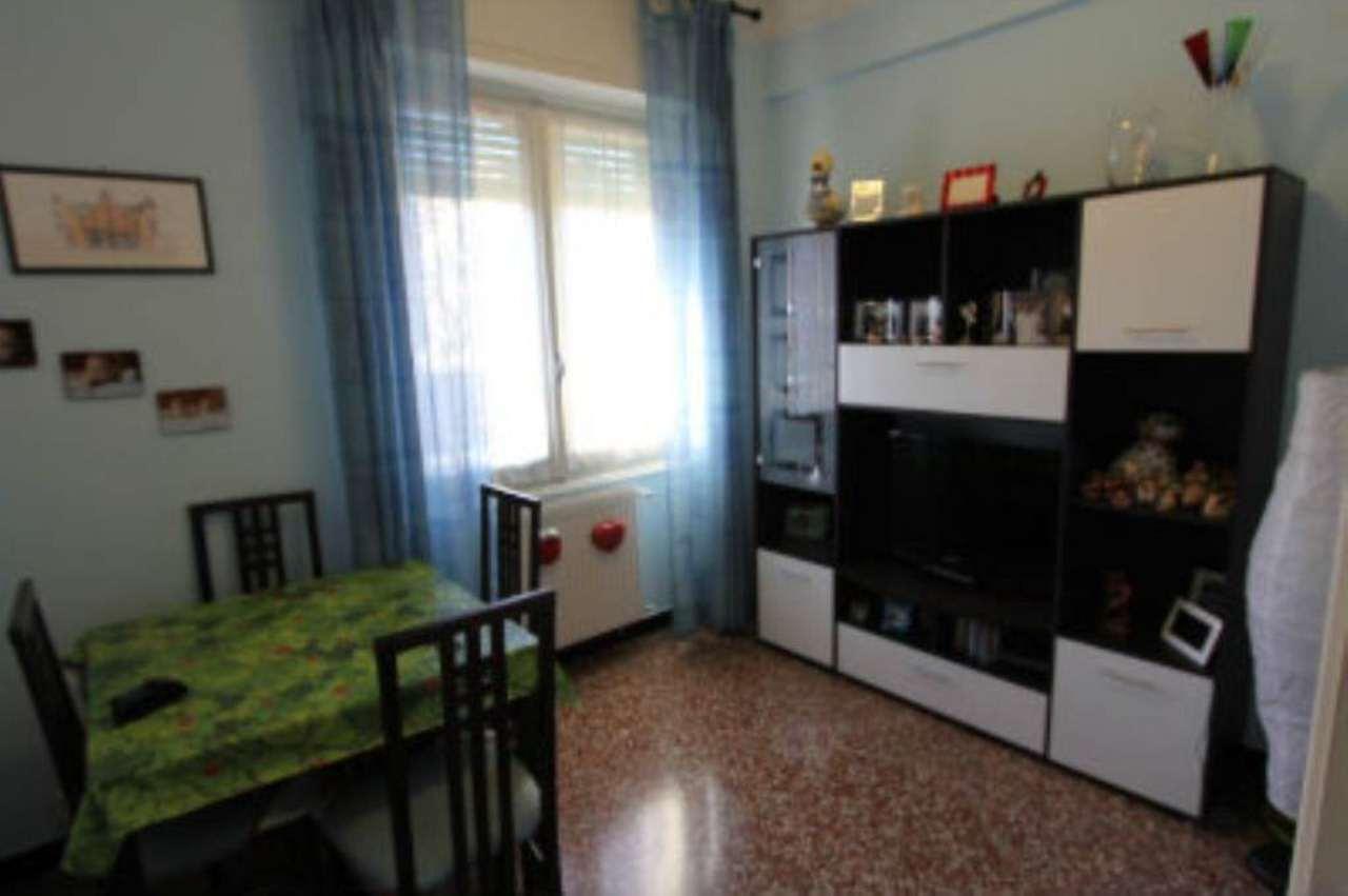 Bilocale Genova Via Tofane 3