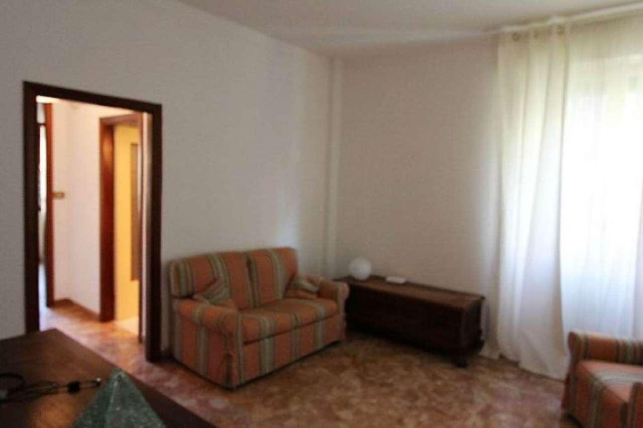 Bilocale Genova Via Dell'arena 1
