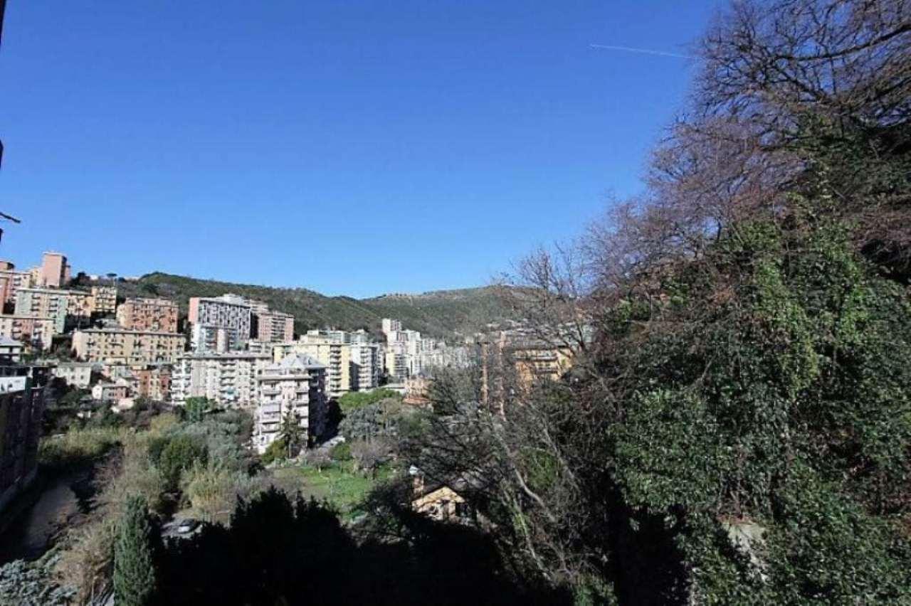 Bilocale Genova Via Dell'arena 9