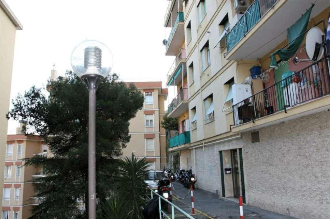 Bilocale Genova Via Giacomo Grasso 1