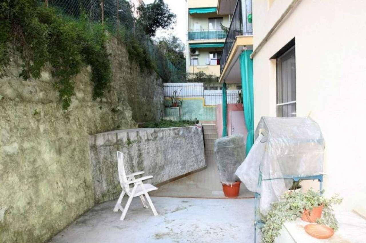 Bilocale Genova Via Giacomo Grasso 10