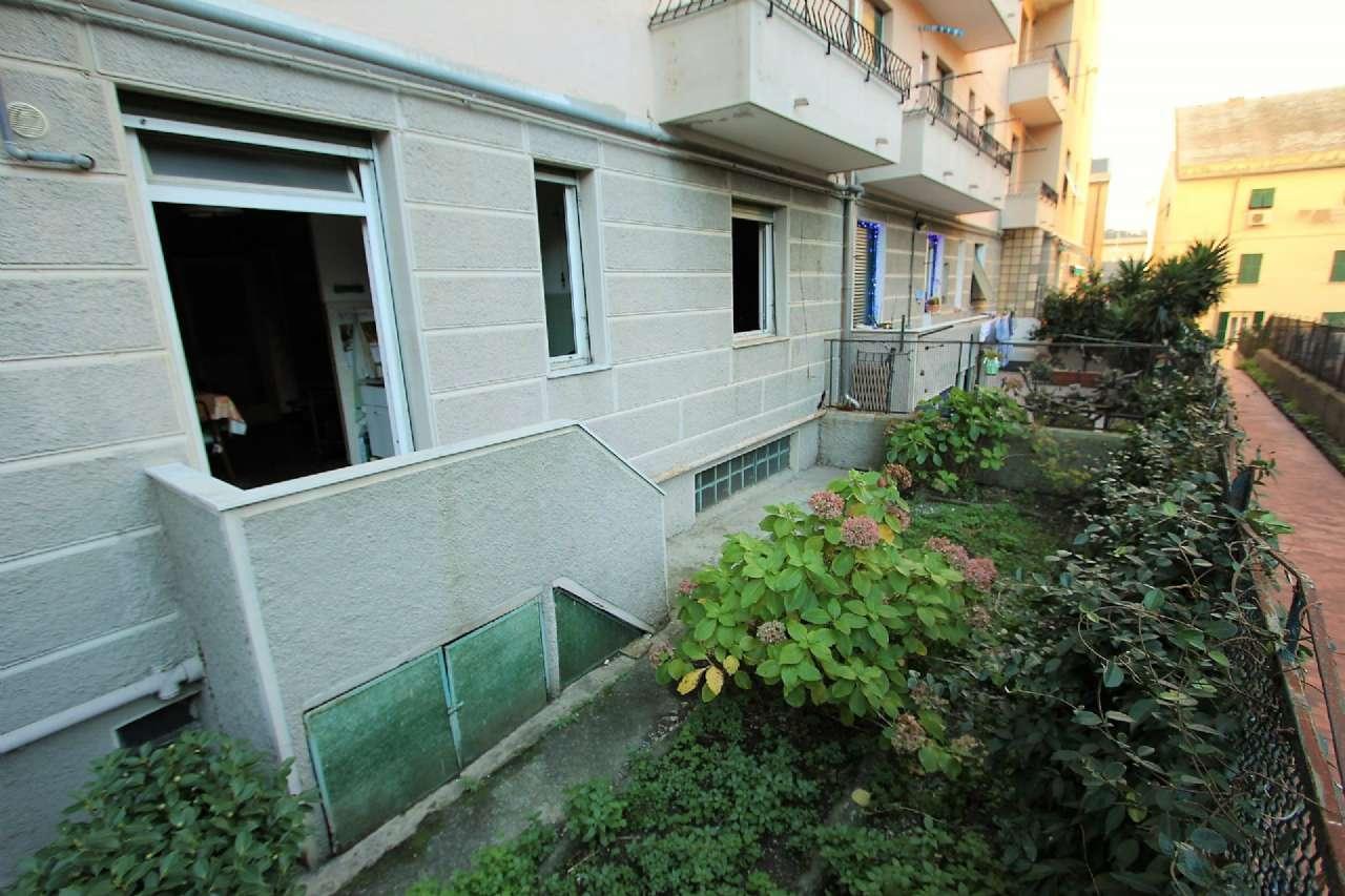 Bilocale Genova Via Cordanieri 1