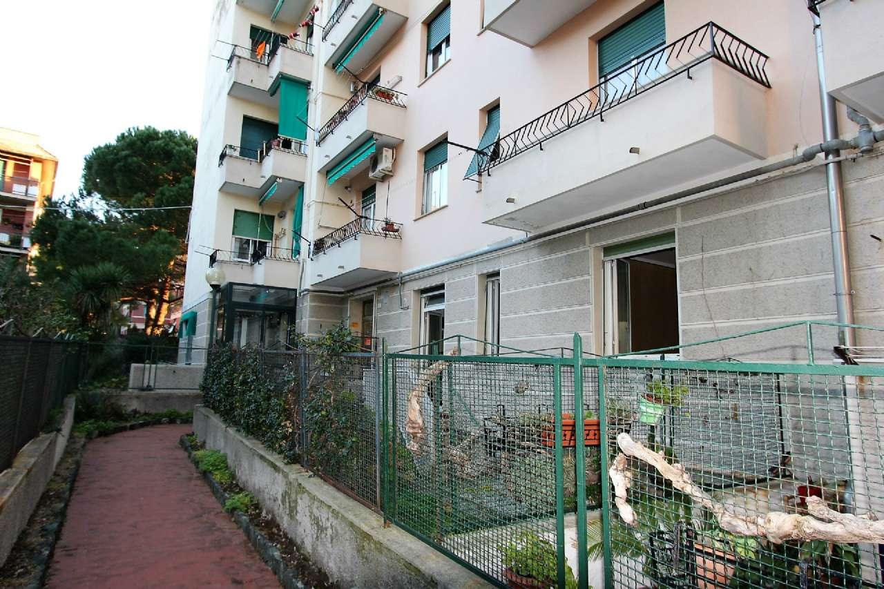 Bilocale Genova Via Cordanieri 12