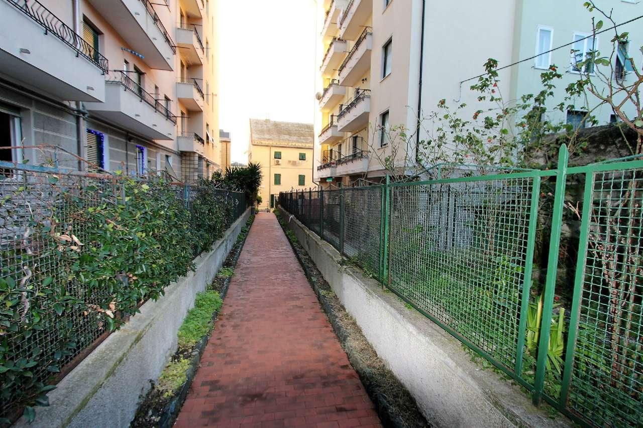Bilocale Genova Via Cordanieri 13