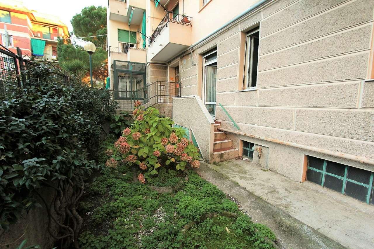 Bilocale Genova Via Cordanieri 2