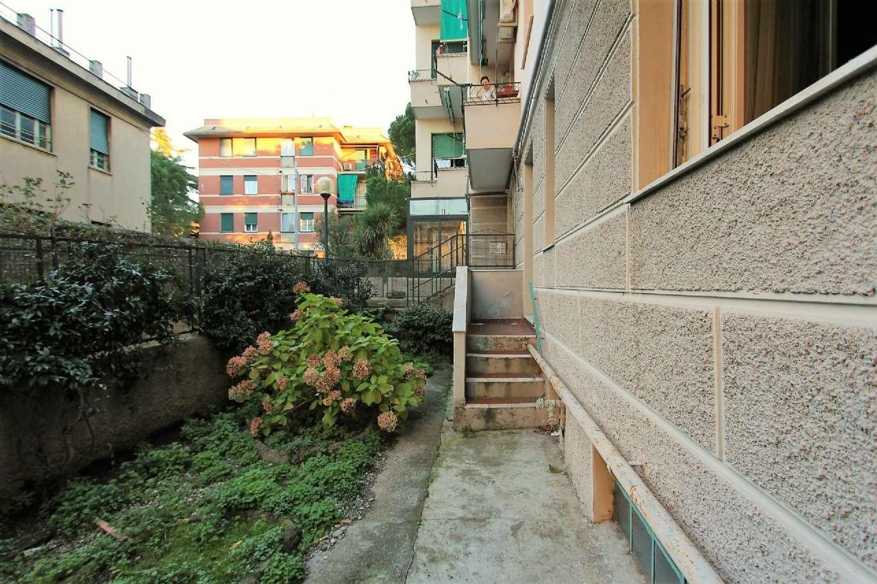 Bilocale Genova Via Cordanieri 3