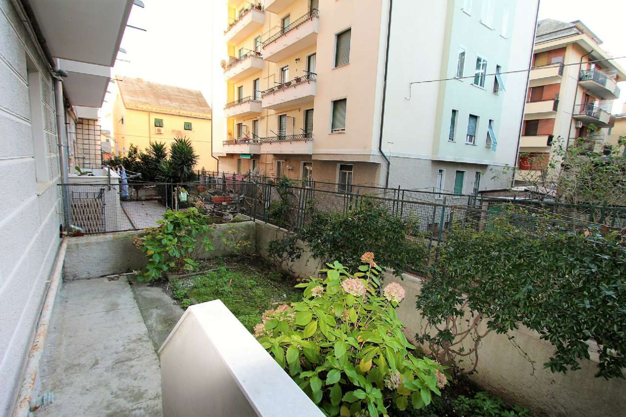Bilocale Genova Via Cordanieri 4