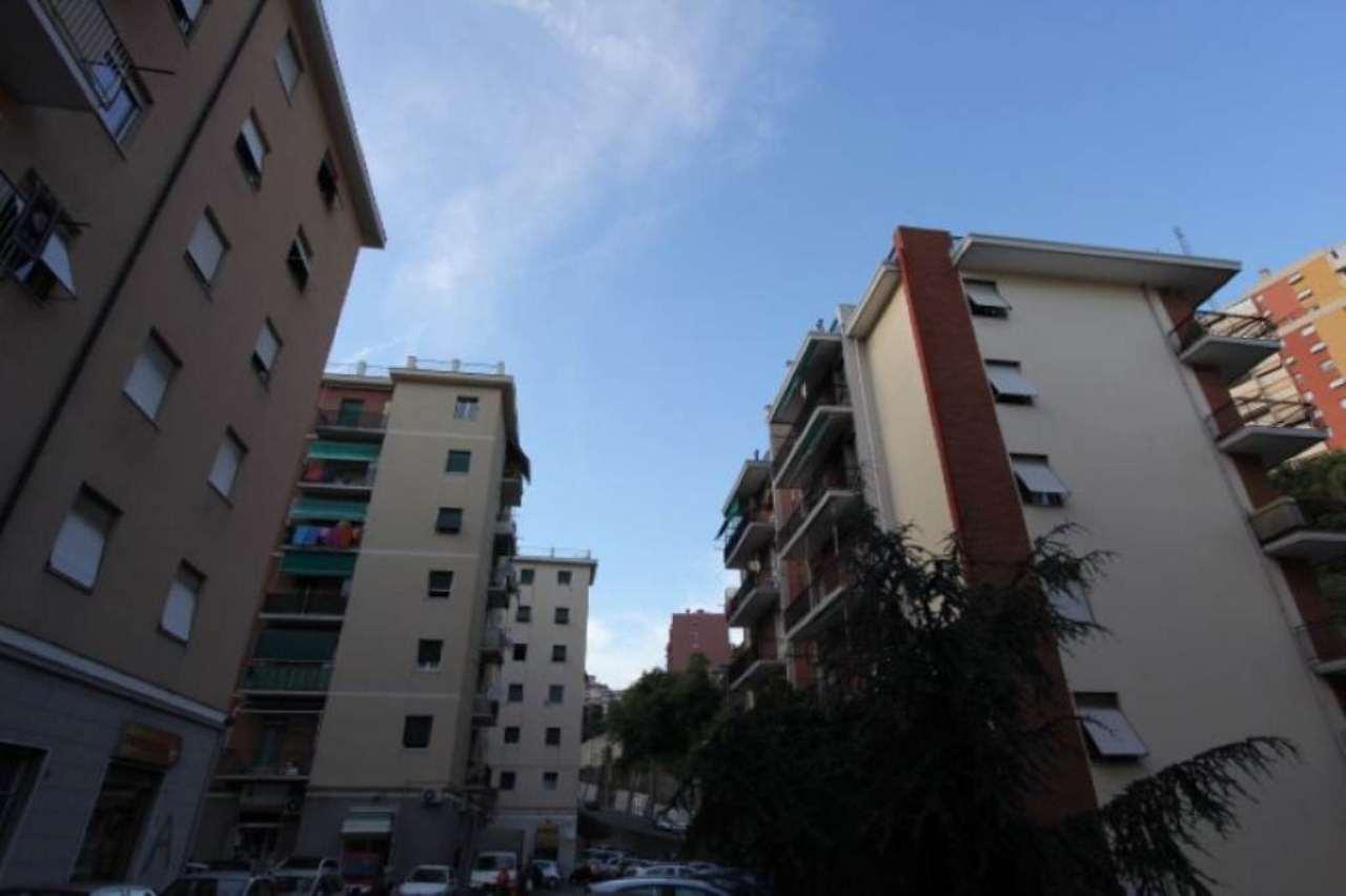Bilocale Genova Via Ferrara 3