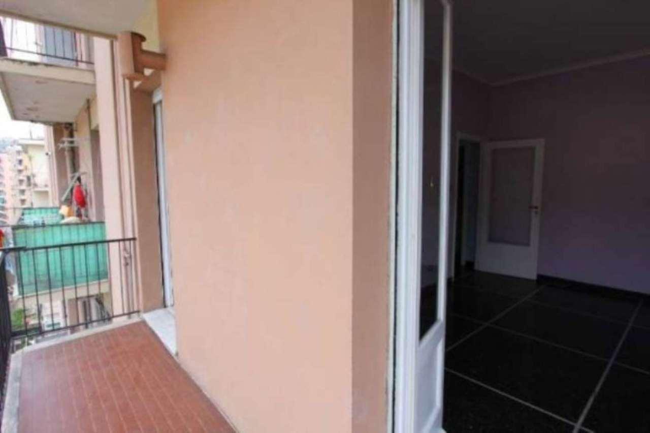 Bilocale Genova Via Tortona 3