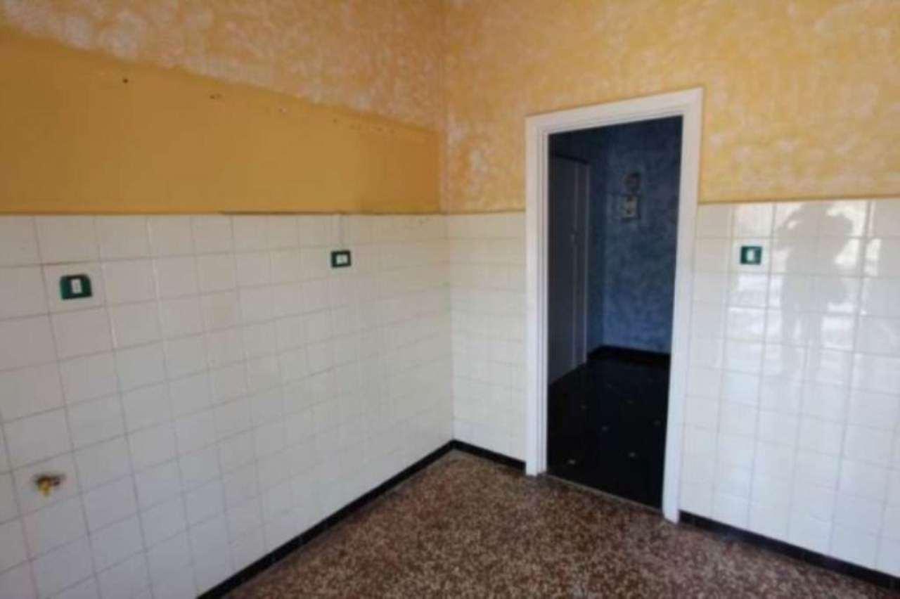 Bilocale Genova Via Tortona 4