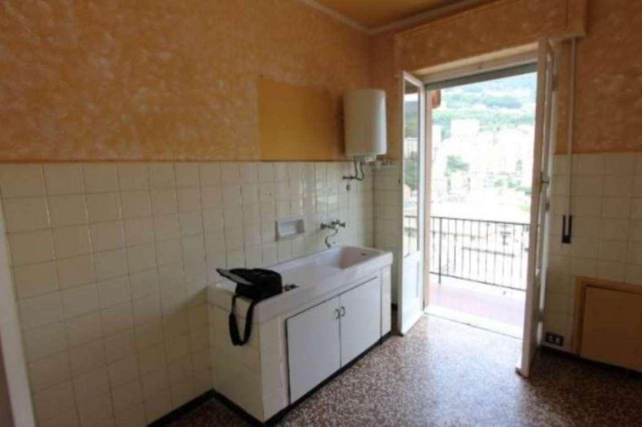 Bilocale Genova Via Tortona 5