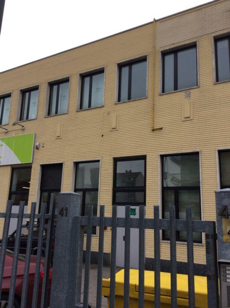 Negozio-locale in Affitto a Torino Periferia Ovest: 1 locali, 220 mq