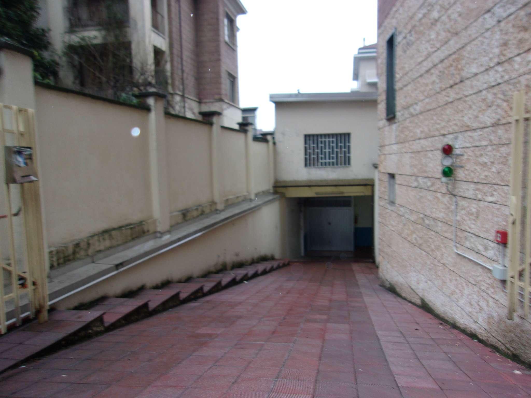Magazzino in Vendita a Torino Semicentro Ovest: 1 locali, 85 mq