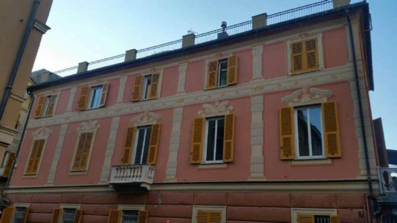 Bilocale Genova Via Sestri 7