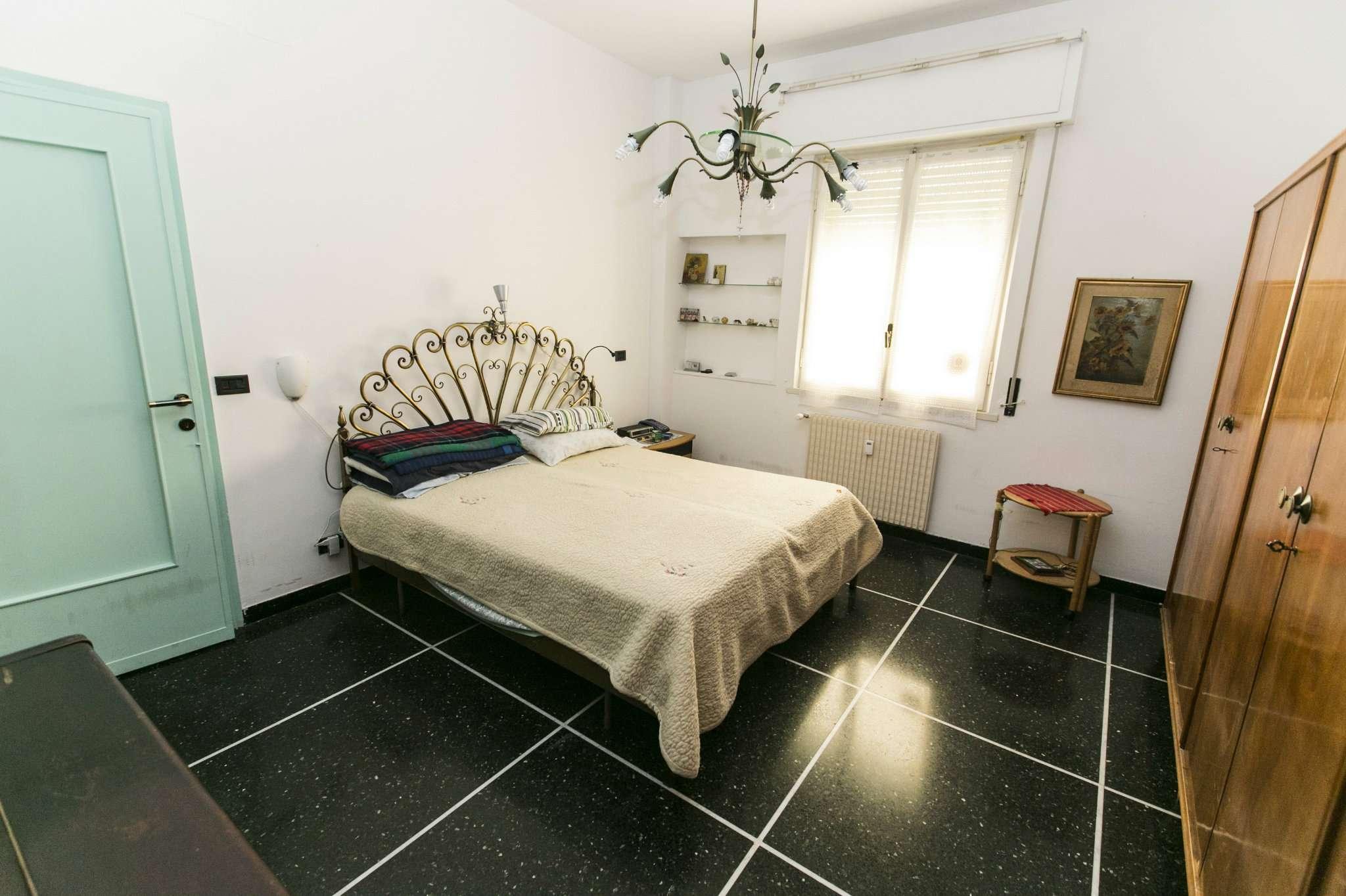 Bilocale Genova Via Robino 7