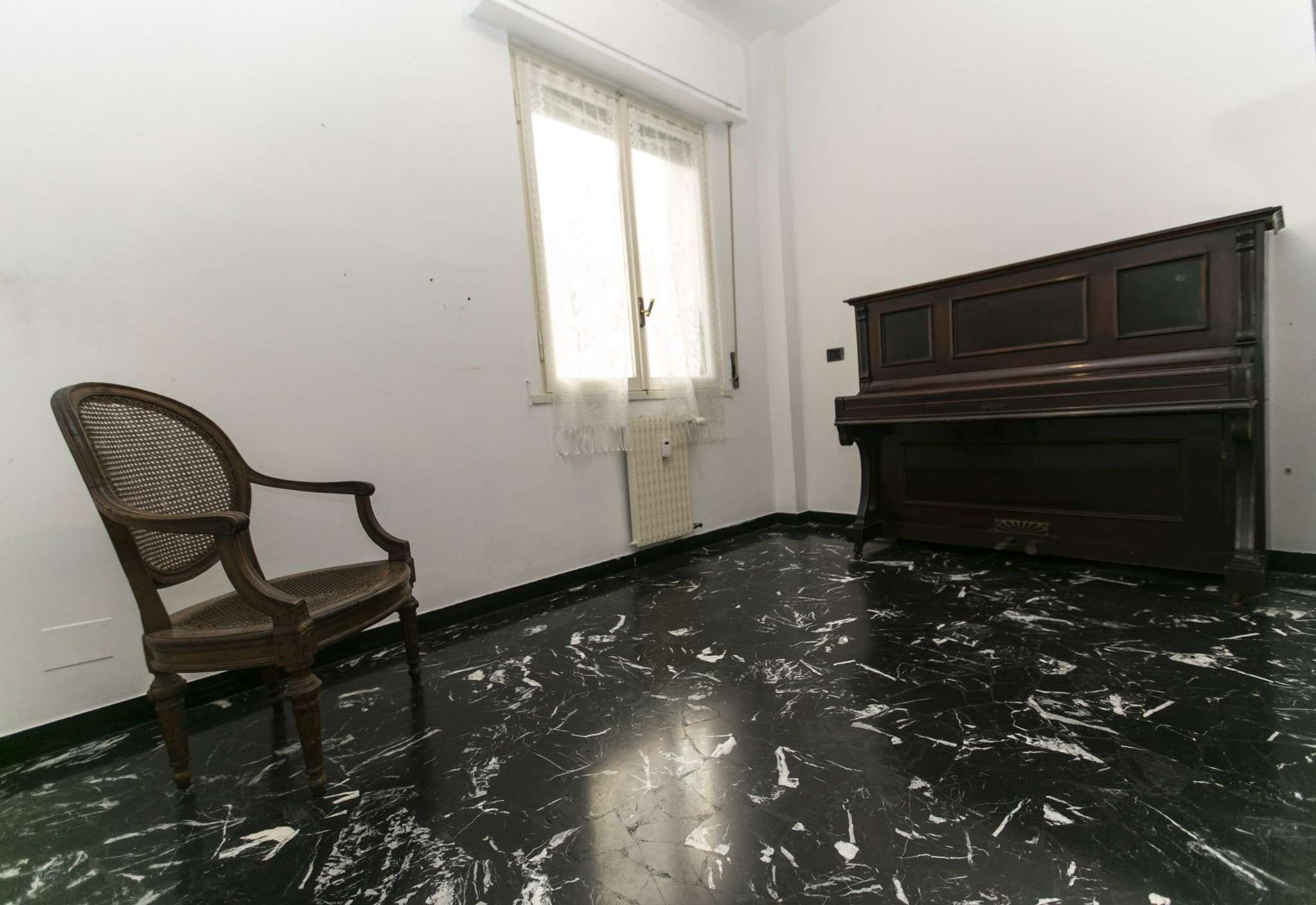 Bilocale Genova Via Robino 3