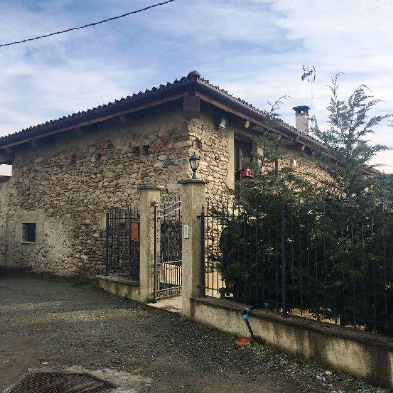 Rustico / Casale in vendita a Osasco, 9 locali, prezzo € 470.000 | CambioCasa.it