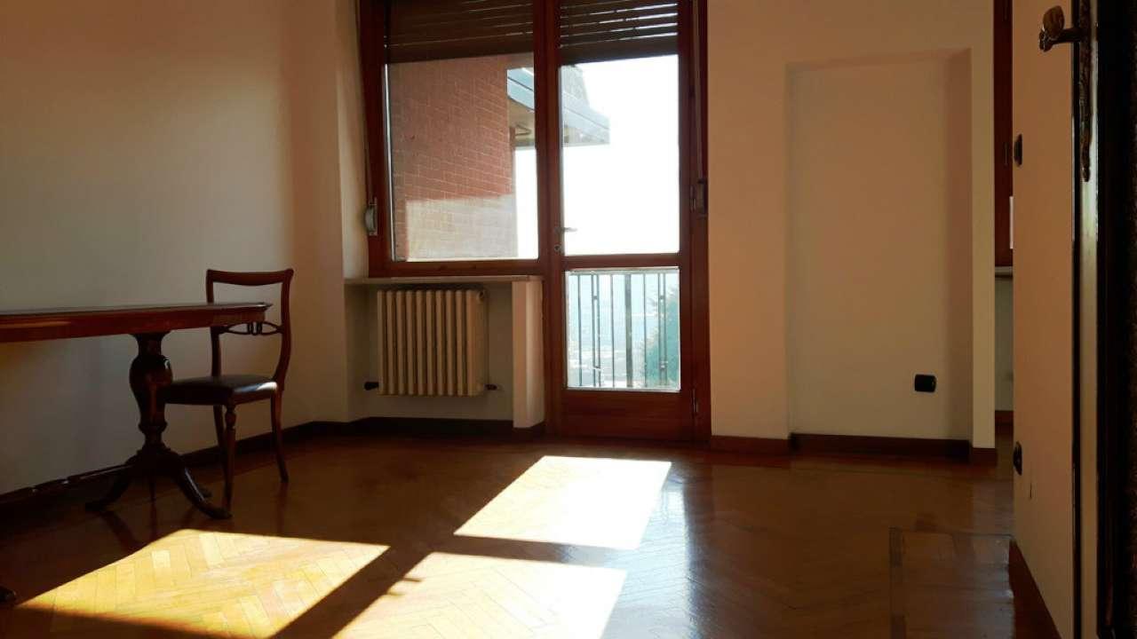 Bilocale Torino Via Isernia 9