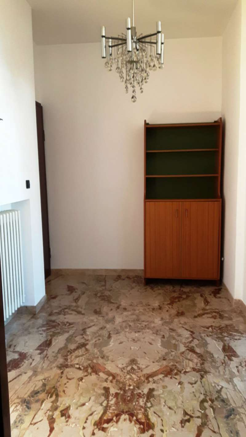 Bilocale Torino Via Isernia 11