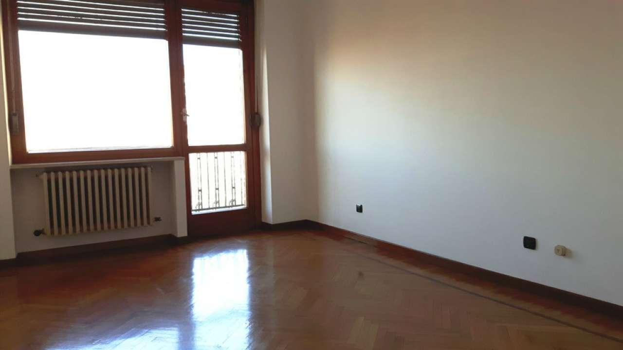 Bilocale Torino Via Isernia 12