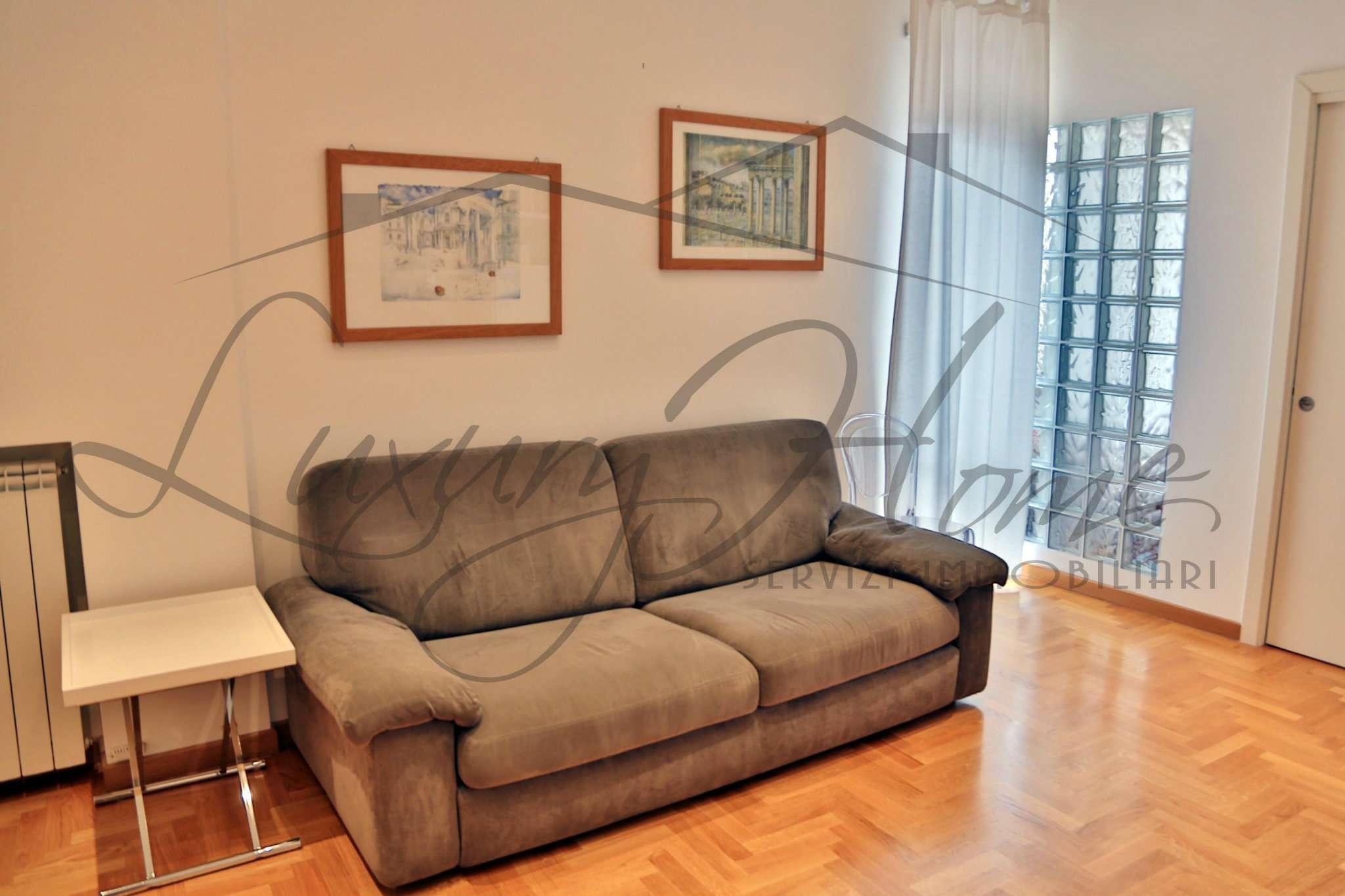 Appartamento in vendita 3 vani 65 mq.  via pellegrino matteucci Roma