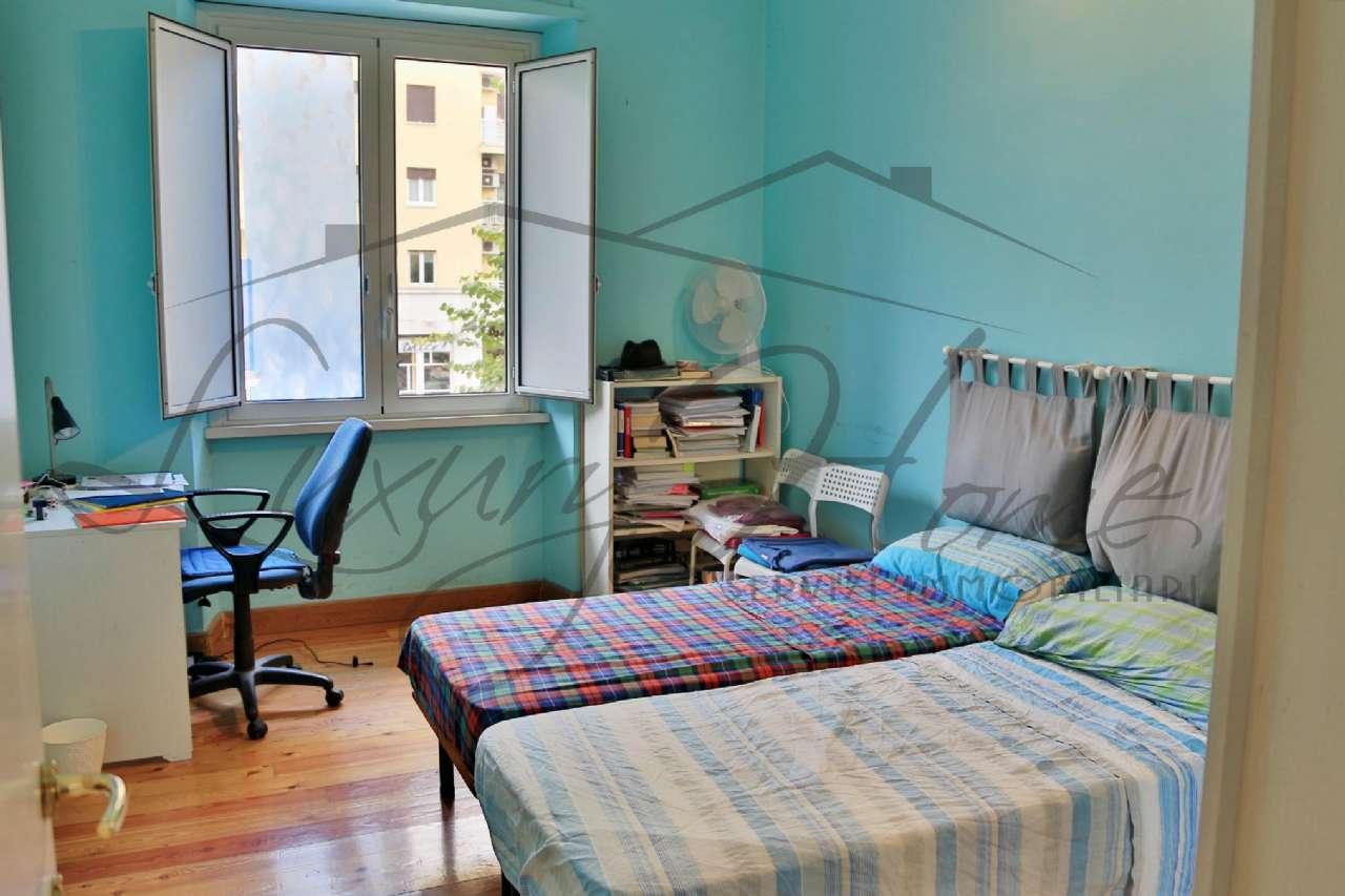 Appartamento in vendita 4 vani 100 mq.  via ostiense Roma